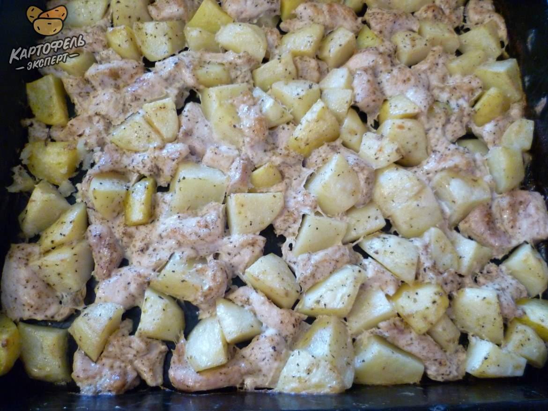 Филе курицы запеченное с картофелем в духовке - пошаговый рецепт